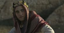 Robert Pattinson nei panni di Lawrence D'Arabia con Nicole Kidman in