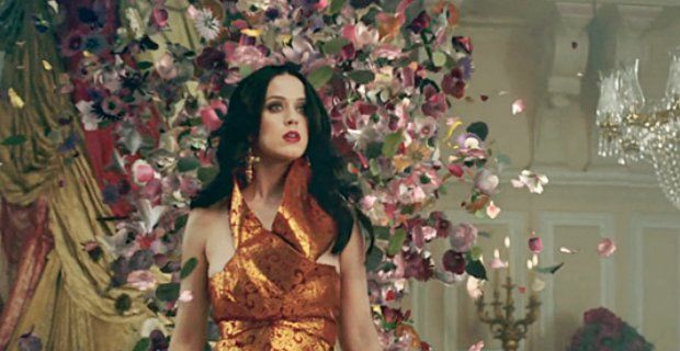 huge discount eaca4 a48dd Foto Katy Perry, video Unconditionally con gioielli ...