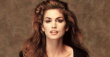 Cindy Crawford lascia la moda e cede il suo testimone