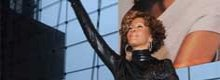 Whitney Houston 'deludente e stonata'