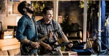 Lenny Kravitz contro James Franco nello spot di Guitar Hero Live (VIDEO)
